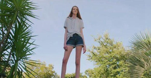 世界上腿最长的美女 腿长1.35米_菲律宾申博开户合作 www.sbo844.com