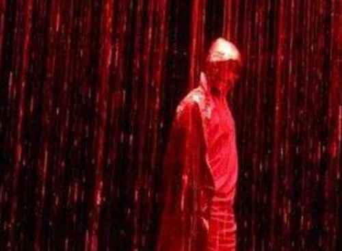 诡异的印度血雨从天而降_WWW.171ZZ.NET