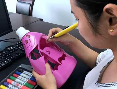 洗衣液瓶变花瓶,这样做_WWW.171ZZ.NET