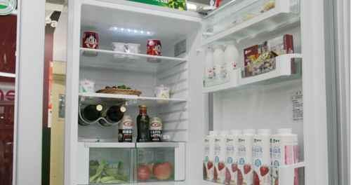 打开冰箱门能使房间的温度下降吗?_WWW.171ZZ.NET