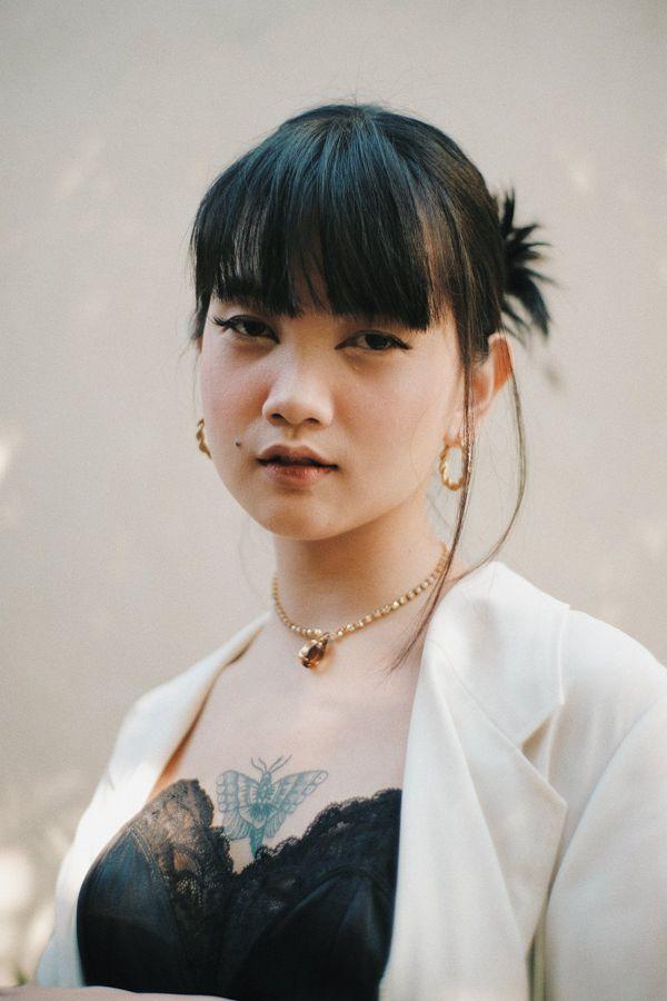胸前纹身的亚洲女性图片_WWW.171ZZ.NET