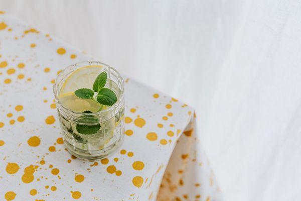 清凉可口的果汁图片_WWW.171ZZ.NET