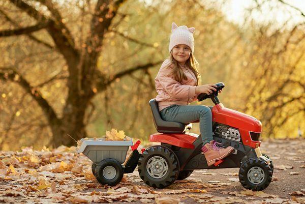 在户外玩耍的小女孩图片_WWW.171ZZ.NET