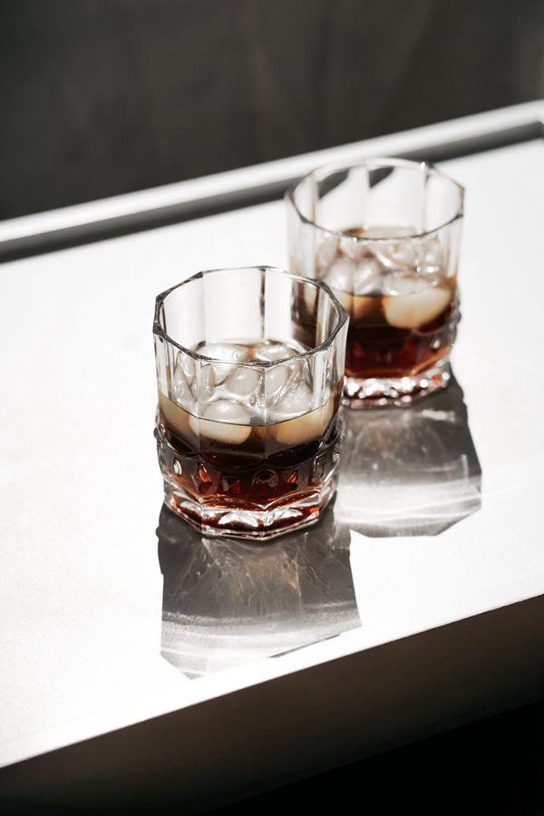 威士忌酒加冰块图片_WWW.171ZZ.NET