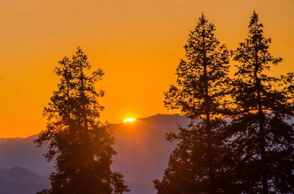 清晨山上日出风景图片_WWW.171ZZ.NET