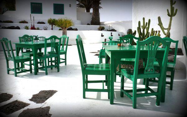 绿色木制餐桌椅组合图片_WWW.171ZZ.NET