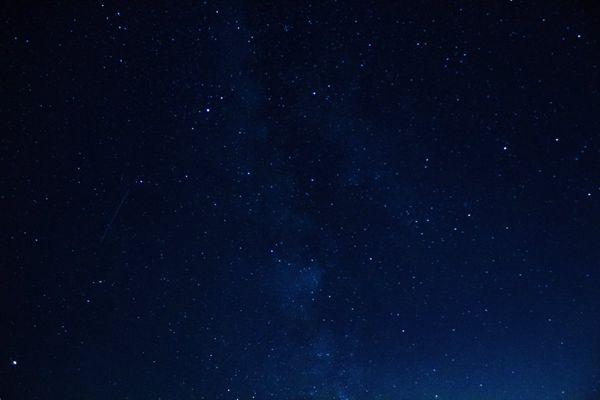 深蓝色星空高清壁纸图片_WWW.171ZZ.NET
