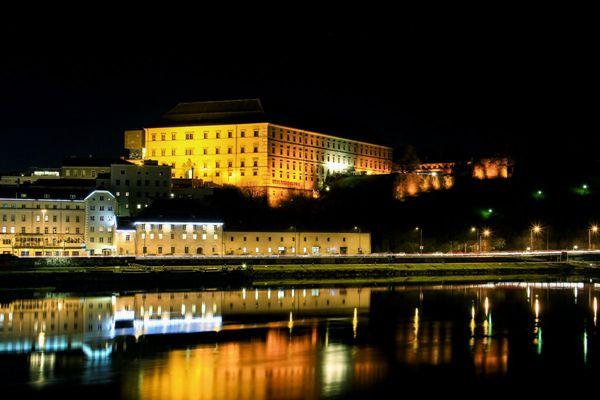 奥地利城市夜景图片_WWW.171ZZ.NET