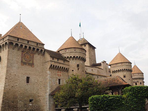 瑞士中世纪古朴的西庸城堡风景图片_WWW.171ZZ.NET